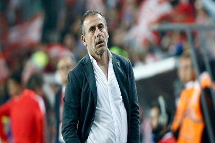 Beşiktaş, Abdullah Avcı'yı sözleşme feshi için kulübe çağırdı, Avcı 'tatile gidiyorum, avukatımla görüşün' dedi