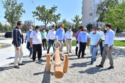 Beylikdüzü Belediye Başkanı Çalık, yapımı devam eden parkları gezdi