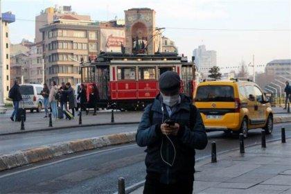 Bilim Kurulu üyesi Özlü: Büyük kentlerde yaşayanların virüs bulaştırma olasılıkları çok daha fazla