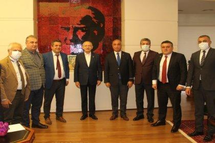 Birleşik Kamu-İş Konfederasyonundan Kemal Kılıçdaroğlu'na geçmiş olsun ziyareti: 'Doğrunun yanındayız, Cumhuriyetin temel değerlerinin yanındayız ve yanında olmaya devam edeceğiz'