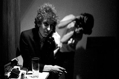 Bob Dylan'ın kaleme aldığı mektup ve şarkı sözleri 495 bin dolara satıldı