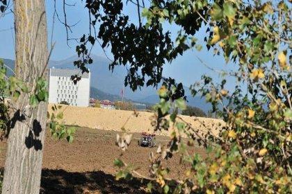 Bolu'nun verimli tarlaları Karayolları'na teslim
