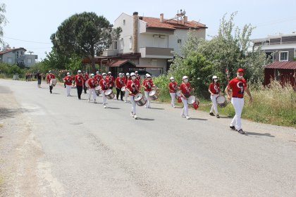 Burhaniye'de 19 Mayıs coşkuyla kutladı
