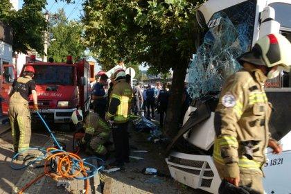 Bursa'da işçi servis midibüsü direğe çarptı: 2 ölü, 17 yaralı