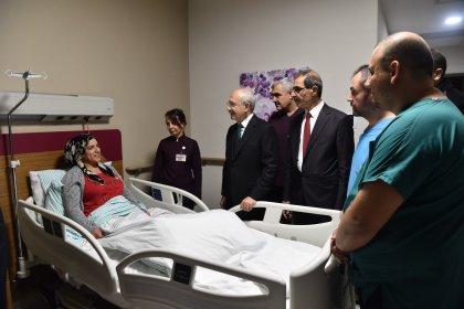CHP Lideri Kılıçdaroğlu, Elazığ depreminde yaralananları ve hayatını kaybedenlerin ailelerini ziyaret etti