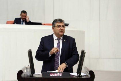 CHP'li Sındır: 'Gıda sıkıntısı yaşanmaması için üretici toprakla buluşturulmalı'