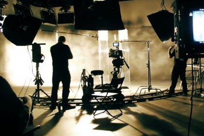 Dizi ve sinema sektörü çalışanlarından 'setlere en az 2 hafta ara verilsin' çağrısı