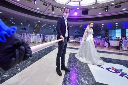Düğün salonları, tiyatrolar ve internet kafeler bugün açılıyor