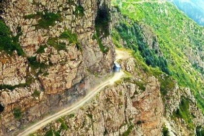 Dünyanın en tehlikeli yolu seçilen Derebaşı'ndan geçmek cesaret istiyor