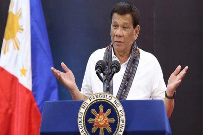 Duterte: Şaka yapmıyorum, maskelerinizi benzinle dezenfekte edin