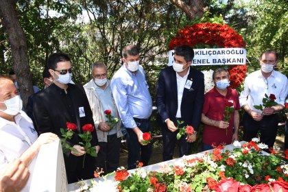 Eski Bakan Mehmet Moğultay mezarı başında anıldı
