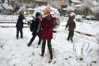 Eskişehir'de yoğun kar yağışı nedeniyle eğitime 1 gün ara verildi