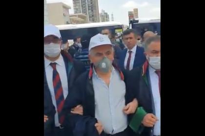 Feyzioğlu, polis ablukasındaki baro başkanlarının yanına gitti, başkanlar sırtlarını döndü