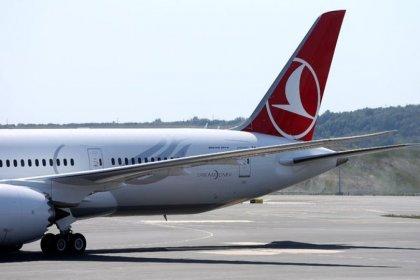 Frankfurt-İstanbul seferini yapan THY uçağı ön dikmesinin çıkması nedeniyle pist ortasında kaldı