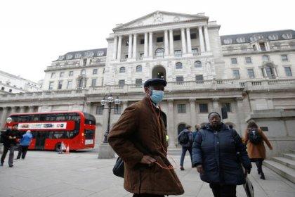 Guardian: 'Virüs İngiltere'nin yüzde 80'ine bulaşabilir, salgın 2021 baharına kadar sürebilir'