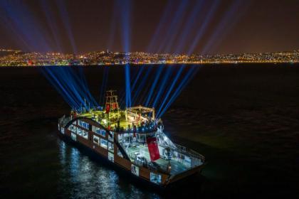 Haluk Levent İzmir Körfezi'nde 'yüzüncü yıl' konseri verdi