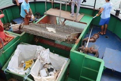 Hatay Büyükşehri Belediyesi, 6 ayda kıyılardan ve denizden 482 ton atık topladı