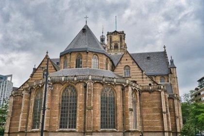 Hollanda'da bir kilisede Aşık Veysel'in 'Uzun İnce Bir Yoldayım' türküsü çalındı