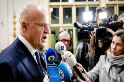 Hollanda'da sosyal mesafe kuralına uymayan Adalet Bakanı'na 390 euro para cezası