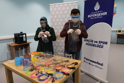 İBB'den sağlık çalışanlarına yüz koruyucu maske