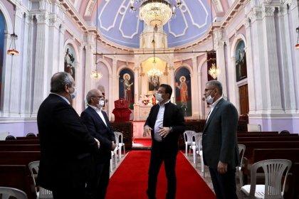 İmamoğlu'ndan haçı koparılan kiliseye ziyaret