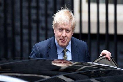 Koronavirüs nedeniyle hastaneye kaldırılan Boris Johnson görevinin başında