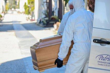 İtalya'nın Bergamo kentinde morglarda yer kalmadı, cenazeler askeri araçlarla taşınıyor