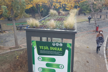İzmir Büyükşehir Belediyesi'nden 'yeşil durak'