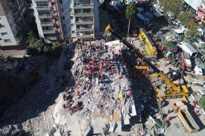 İzmir depreminde hayatını kaybedenlerin sayısı 62'ye yükseldi