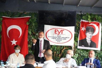 İzmir EYT Sosyal Dayanışma Derneği temsilcileri bir araya geldiği toplantıda İktidara seslendi; 'Bizi görmezden gelenleri bizde sandıkta görmezden geleceğiz'