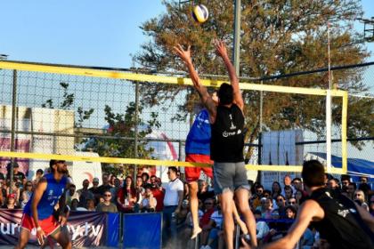 İzmir plaj voleybolunda iki uluslararası organizasyona ev sahipliği yapıyor