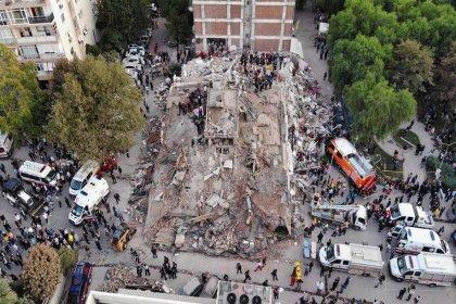 İzmir'de arama kurtarma çalışmaları sonlandırıldı, enkaz kaldırma çalışmaları başladı