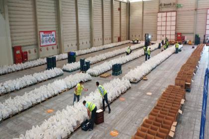 İzmir'de 'Biz Varız' dayanışmasında 200 bin gıda paketi hedefi aşıldı