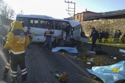 İzmir'de feci kaza! 4 kişi yaşamını yitirdi, 8 kişi yaralı