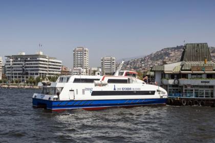 İzmir'de koronavirüs tedbirlerinin gevşetilmesiyle birlikte gemi seferleri artıyor