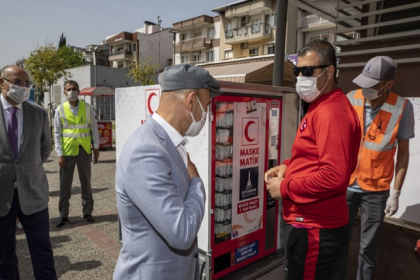 İzmir'de şimdi de seyyar maskematik uygulaması başladı