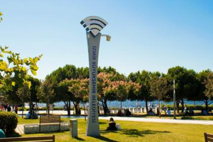 İzmir'in 30 ilçesinde ücretsiz ve kablosuz internet hizmeti