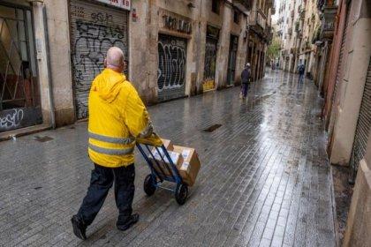 Kargo çalışanları: 'Bir günde 100-150 kişiye kargo taşınıyor, müşteriler de risk altında'