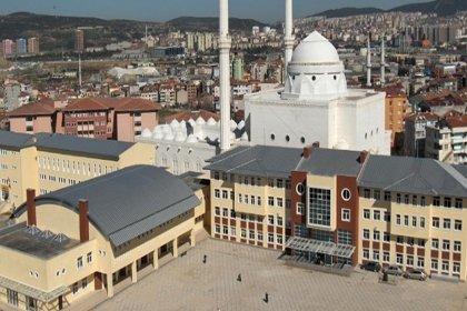 Kartal İmam Hatip'teki konferans dilleri arasında Türkçe yok