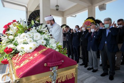 Kılıçdaroğlu, Adalet Ağaoğlu'nun cenaze törenine katıldı