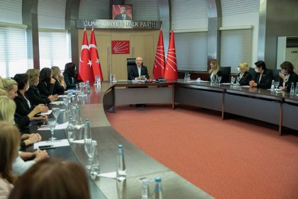 Kılıçdaroğlu, CHP Kadın Kolları Başkanı Aylin Nazlıaka ve MYK üyelerini kabul etti