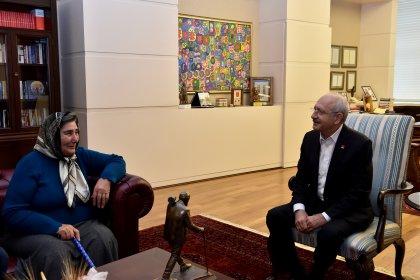 Kılıçdaroğlu, şehit annesi Pakize Akbaba ile bir araya geldi