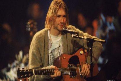 Kurt Cobain'in gitarı rekor fiyata satıldı