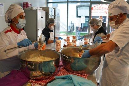 Lüleburgaz Belediyesi'nden ihtiyaç sahibi yurttaşlara yemek hizmeti