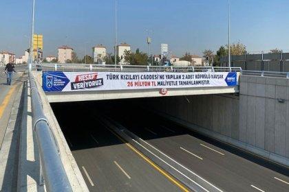 Mansur Yavaş'tan şeffaf yönetim örneği: Köprülü kavşakların maliyetini pankartla duyurdu