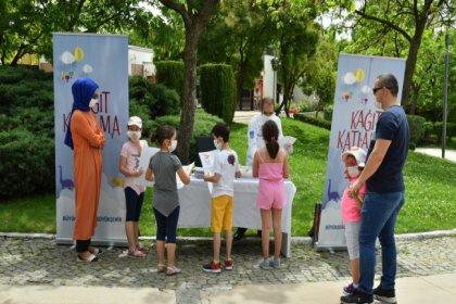 Mansur Yavaş'tan sokağa çıkma iznindeki çocuklara hediye