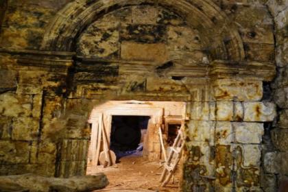 Mardin'deki bin 700 yıllık tarihi kilise internetten satışa çıkarıldı!