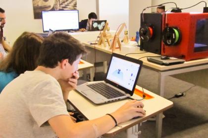 MEB'ten 'tarihi' tercih: Mesleki ve teknik okullarda dünyanın yalnızca yüzde 1,4'ünde kullanılan, 20 yıl öncesinin popüler yazılımı öğretilecek