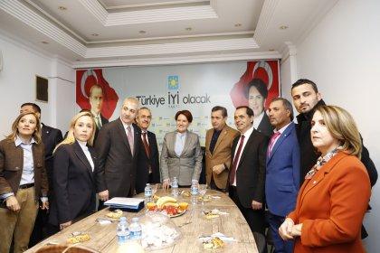Meral Akşener Antalya'da esnafla buluştu
