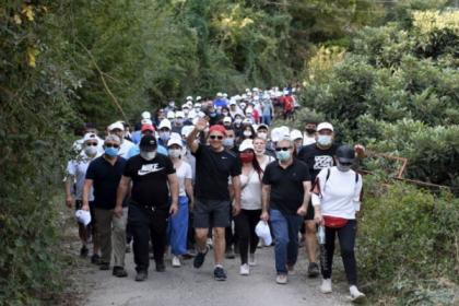 Mersin Büyükşehir Belediye Başkanı Seçer, yüzlerce yurttaşla birlikte 'Cumhuriyet' için yürüdü